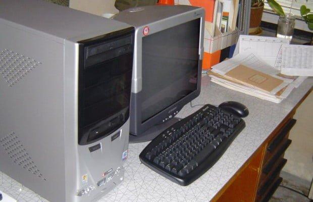 Starý stolní počítač