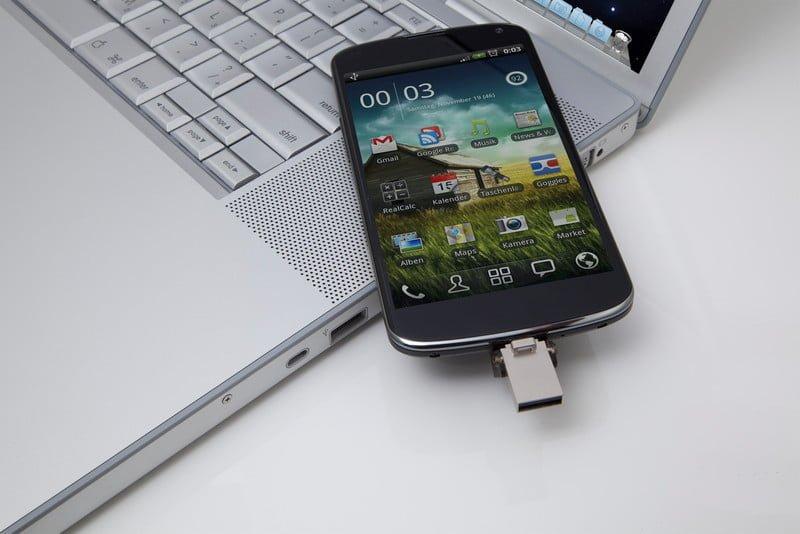 DataTraveler microDuo-cellphone_laptop_